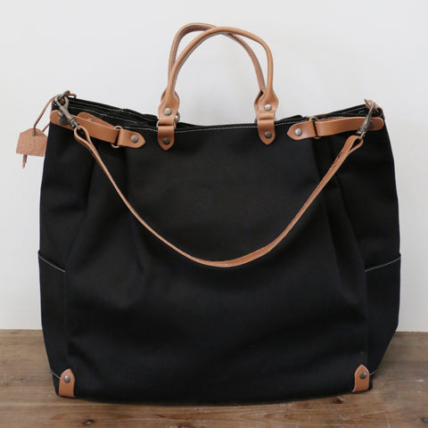 French Leather Folk Overnight Bag in Noir