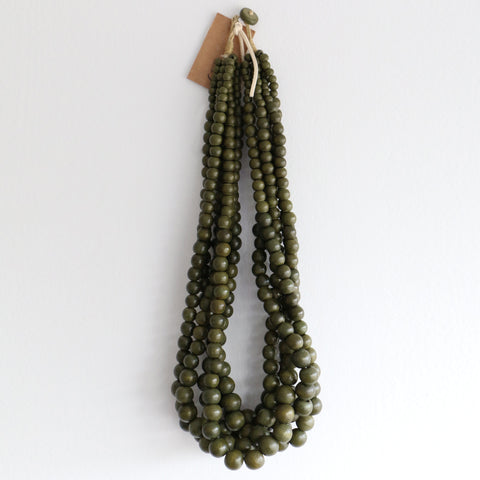 Hepburn Wooden Necklace in Olive