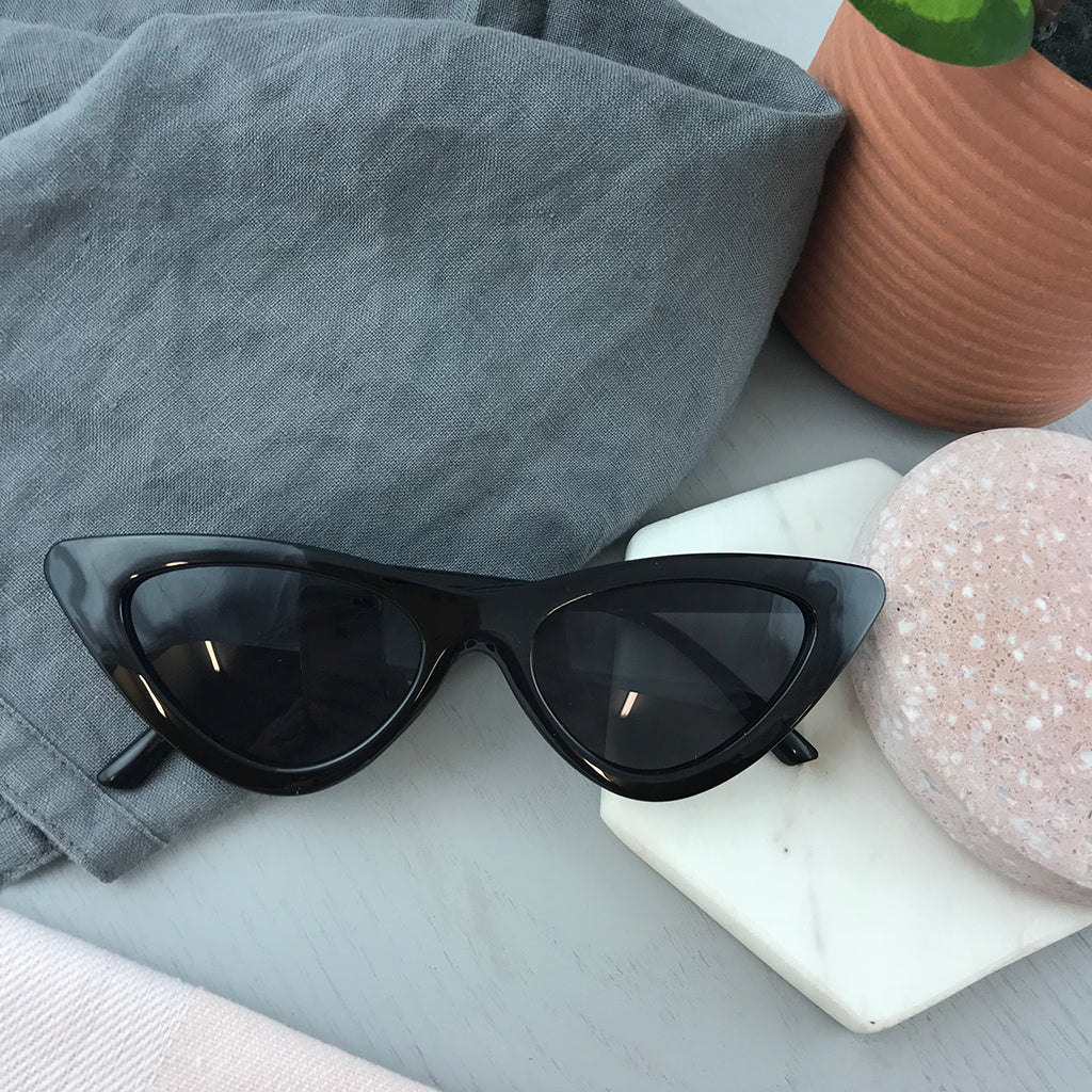 CATS EYE SUNGLASSES - BLACK