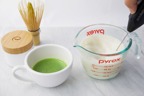 How to make matcha latte step 3 froth milk