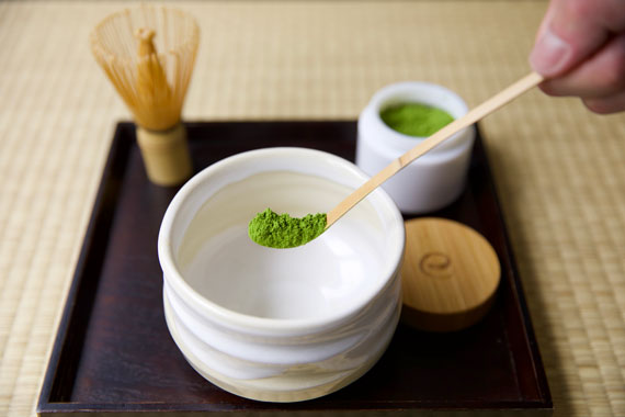 How to make matcha tea two bamboo scoops of powder