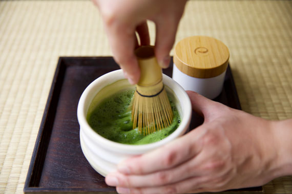 How to make matcha tea step 2 whisk