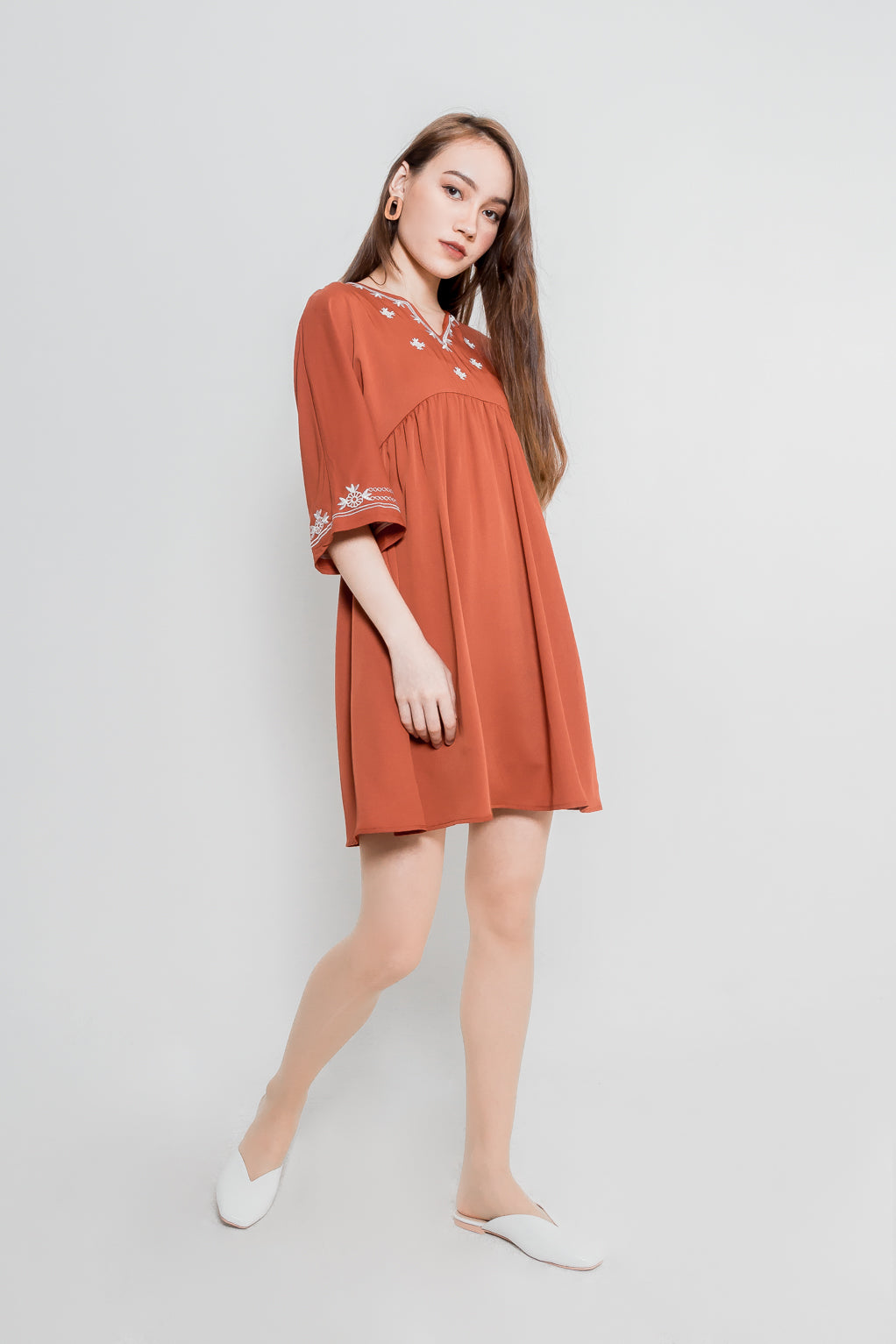 EMBROIDED BABYDOLL SLEEVE DRESS