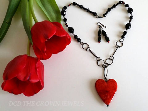 The Red Marbled Heart Pendant And Earrings Set
