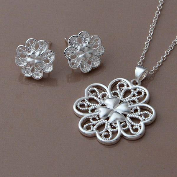 Celtic Hearts Silver Necklace and Earrings Set For Woman