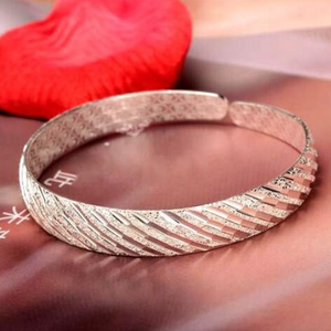 Diagonal Etched Lines Bangle Bracelet
