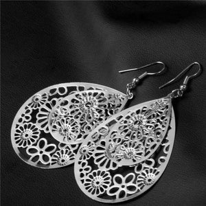 Dangling Floral Drop Earrings in Gold or Silver For Woman
