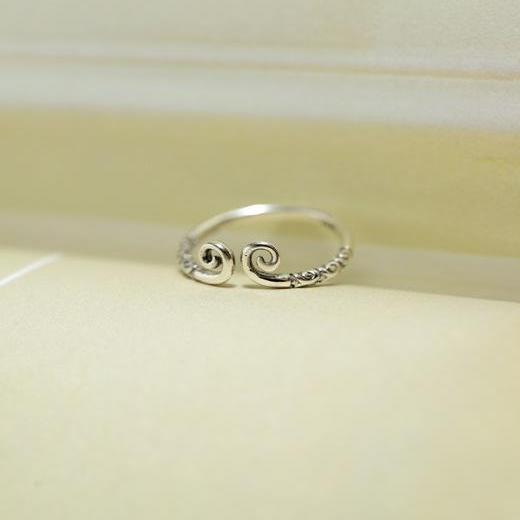 Tribal Curls Adjustable Ring
