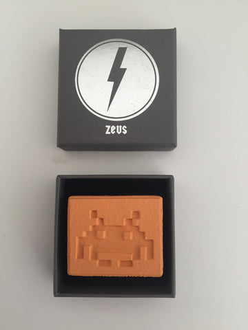 Zeus - Love Is A Drug (Mini Pill - SPACE INVADER)