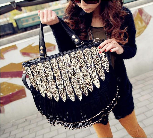 Women's Fringed Messenger Bag - TrendSettingFashions