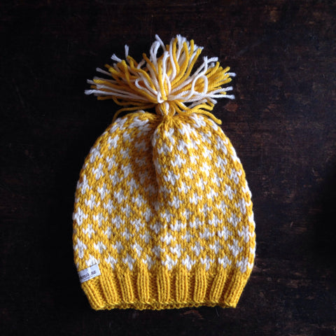 Hand knitted Knud wool hat -  Curry/White -  0m-4y