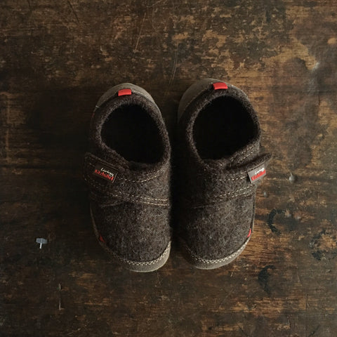 Velcro Wool Slipper Shoe Size - Mocha- size 25-35 (UK size 7-2)