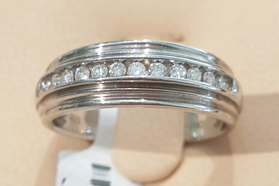 0.25ct Round Brilliant Cut Diamond Gents Ring set in Silver