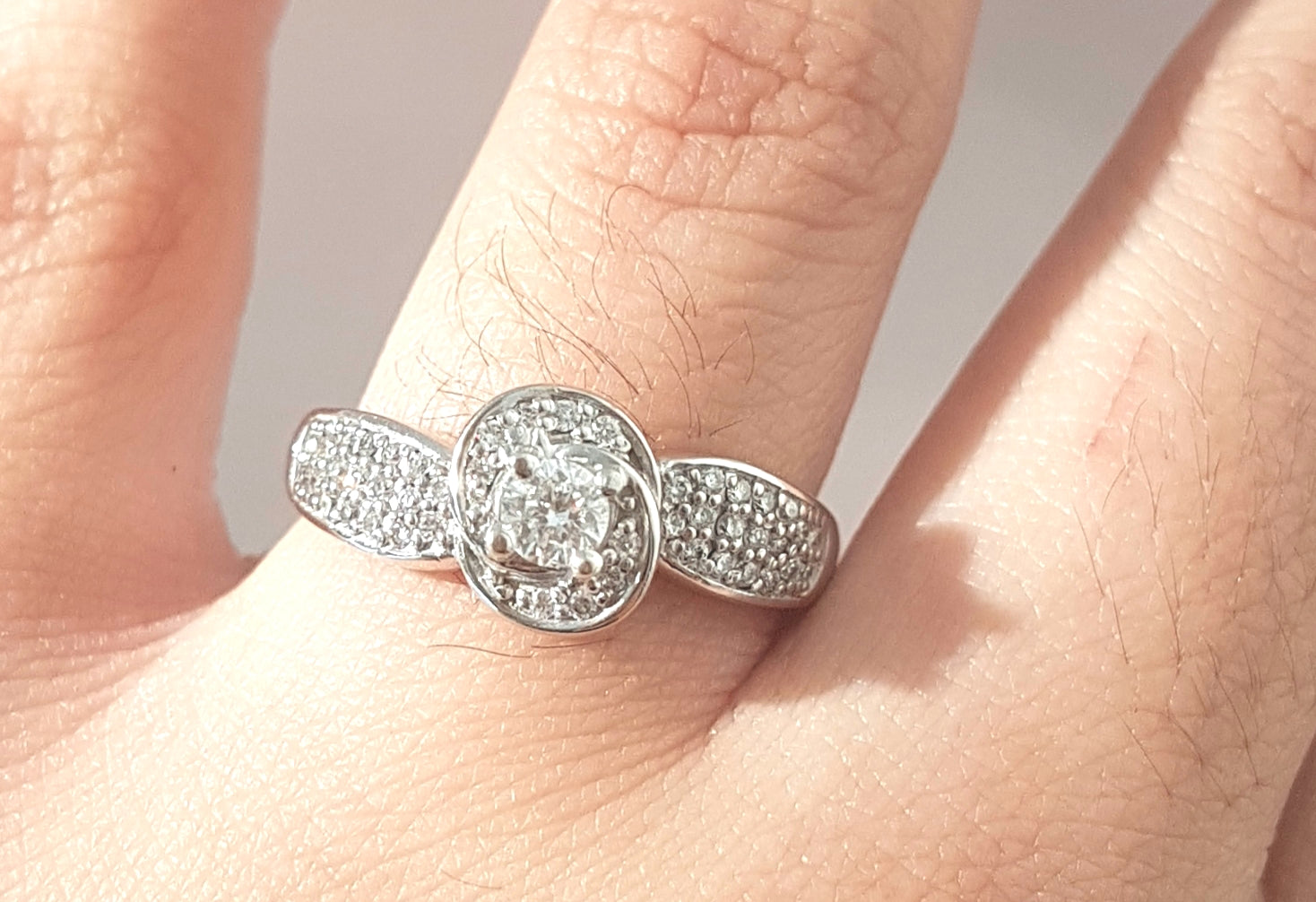 0.500ct Round Cut Diamond [Flower Design] Ring set in 14kt White Gold