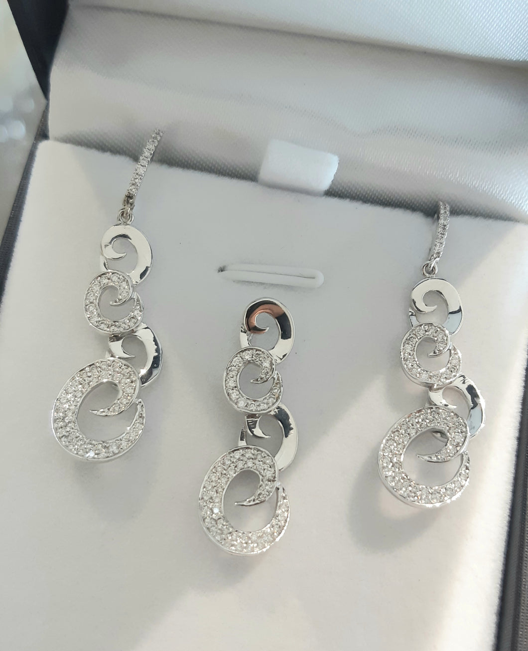 1.40cts [162] Round Brilliant Cut Diamonds | Swirl Pendant and Earring Set |