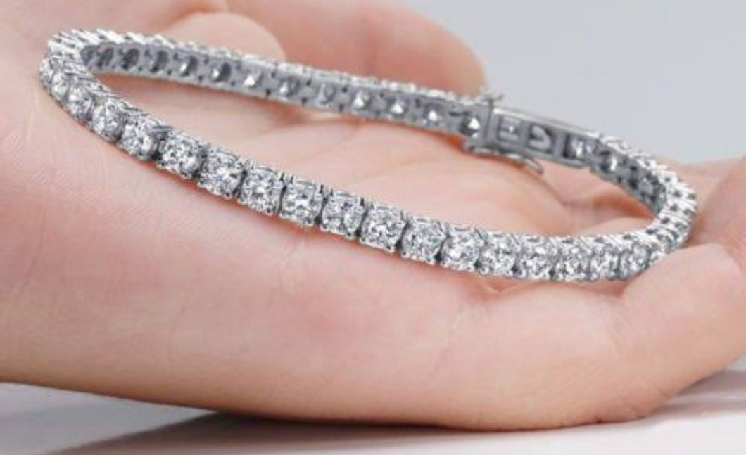 8.10cts [50] Round Brilliant Cut Diamonds | Tennis Bracelet | 18kt White Gold