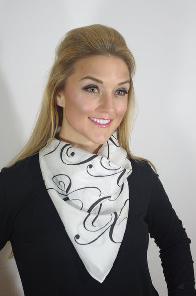 - Hugs & Kisses(Black) Scarf