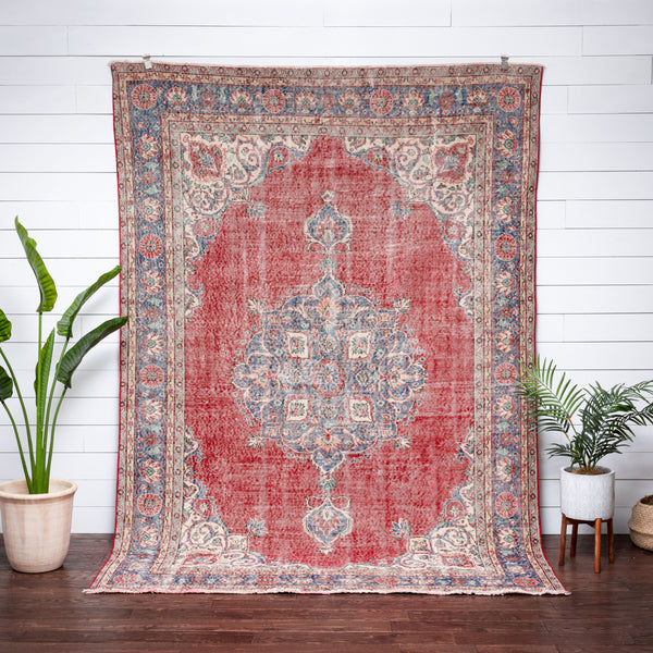"Dusana Red & Blue Oriental Medallion One-of-a-Kind Handmade Wool Area Rug 6'8"" x 9'10"""