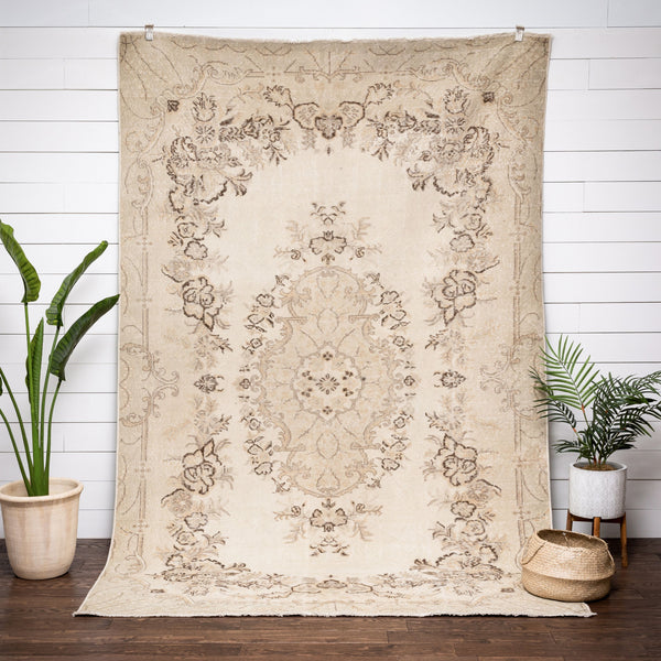 "Aaralyn Beige Oriental Medallion One-of-a-Kind Handmade Wool Area Rug 6'8"" x 10'3"""