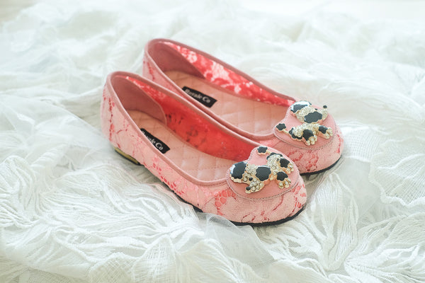 LACE FLAT SHOES WITH POODLE ENAMEL SWAROVSKI CHARM - BABY PINK