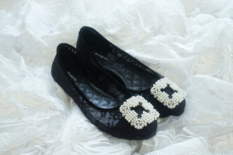CHANTILLY LACE FLAT SHOES WITH SQUARE PEARLS - BLACK