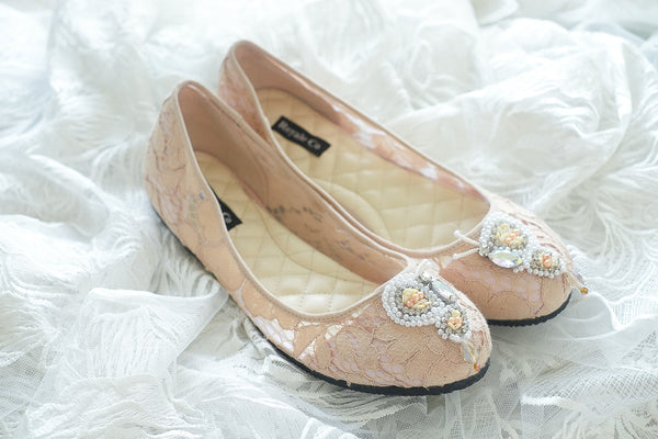 LACE POINTED FLAT SHOES WITH BUTTERFLY BEADED PEARLS - NUDE