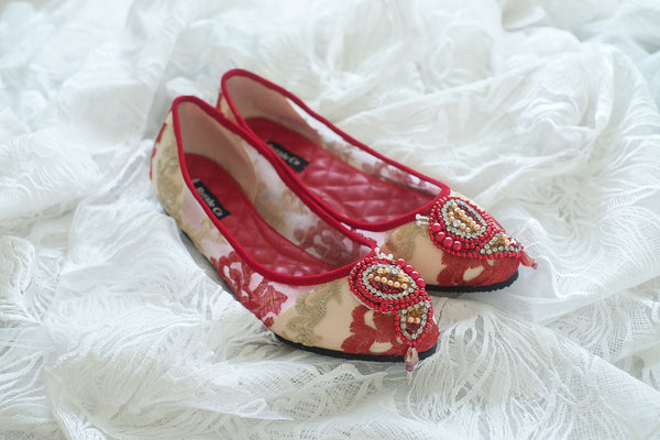 LACE POINTED FLAT SHOES WITH BUTTERFLY BEADED PEARLS - RED GOLD