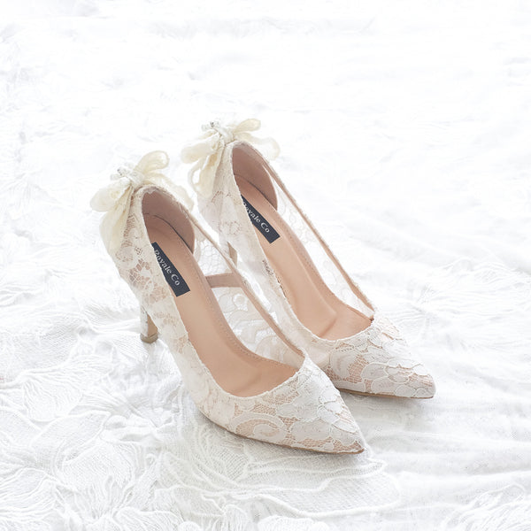 RIBBON LACE POINTED HEELS WITH PEARL & CRYSTAL 9CM - WHITE
