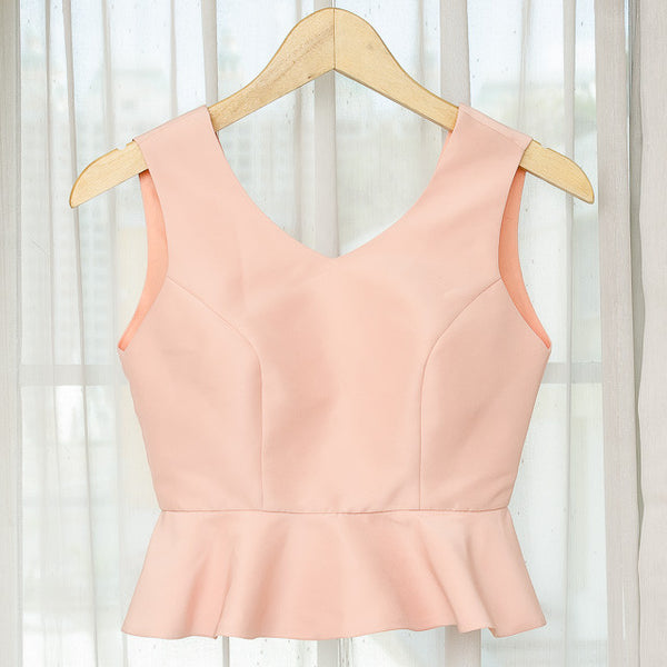 SELENA V NECK SLEEVELESS TOP - PEACH