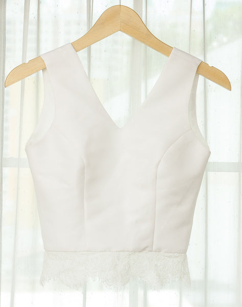 V NECK CROP SLEEVELESS LACE - WHITE