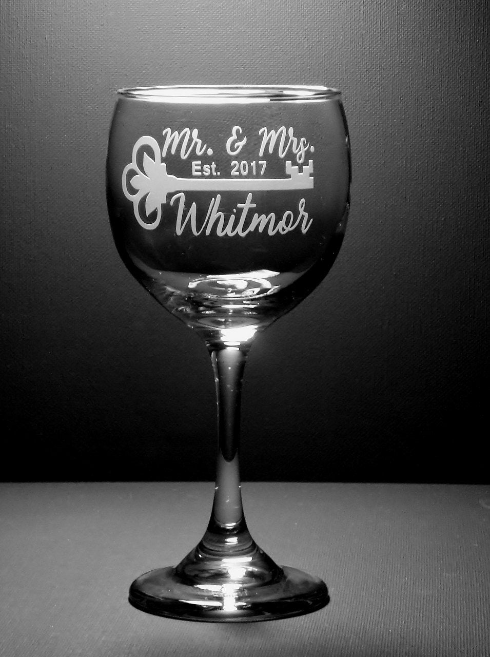 Mr and Mrs Engraved Custom Personalized Wine Glasses  | Wedding Wine Glasses | Wedding Couple Gift | Key Wine Glasses | Wedding Glasses