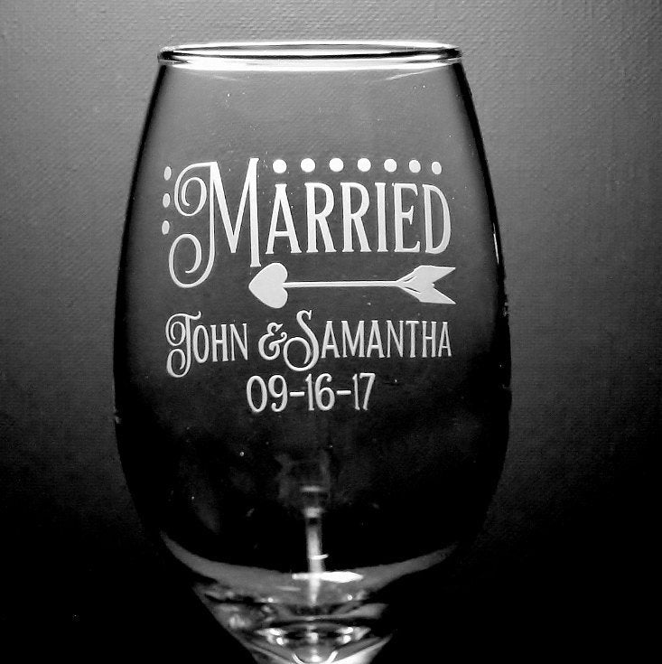 Modern Design Newlywed Wedding Custom Wine Glass Set | Wedding Couple Gift | Wedding Bridal Shower Gift | Wedding Toasting Glasses