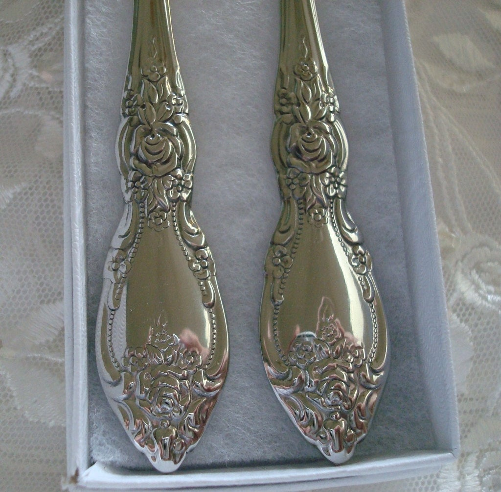 Wedding Couple Gift Bridal Shower Gift King and Queen Wedding or Anniversary Cake Fork Set Gift - Quality Oneida Silverware