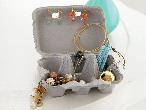 http://www.shelterness.com/pictures/cool-jewelry-storage-ideas-22.jpeg