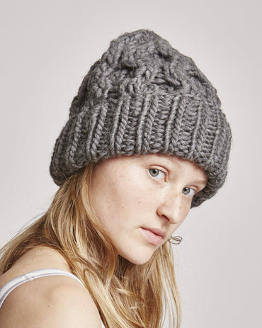 Honey beanie in charcoal