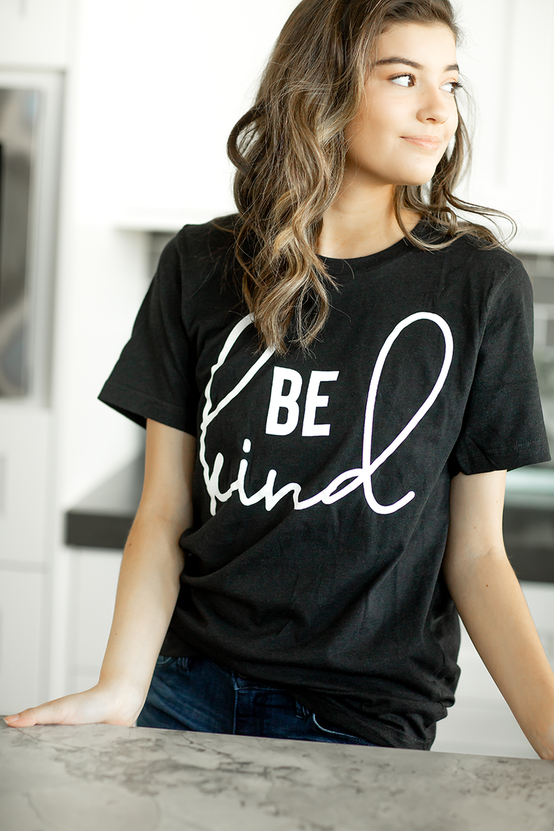 Be Kind Short Sleeve Graphic Tee in Black