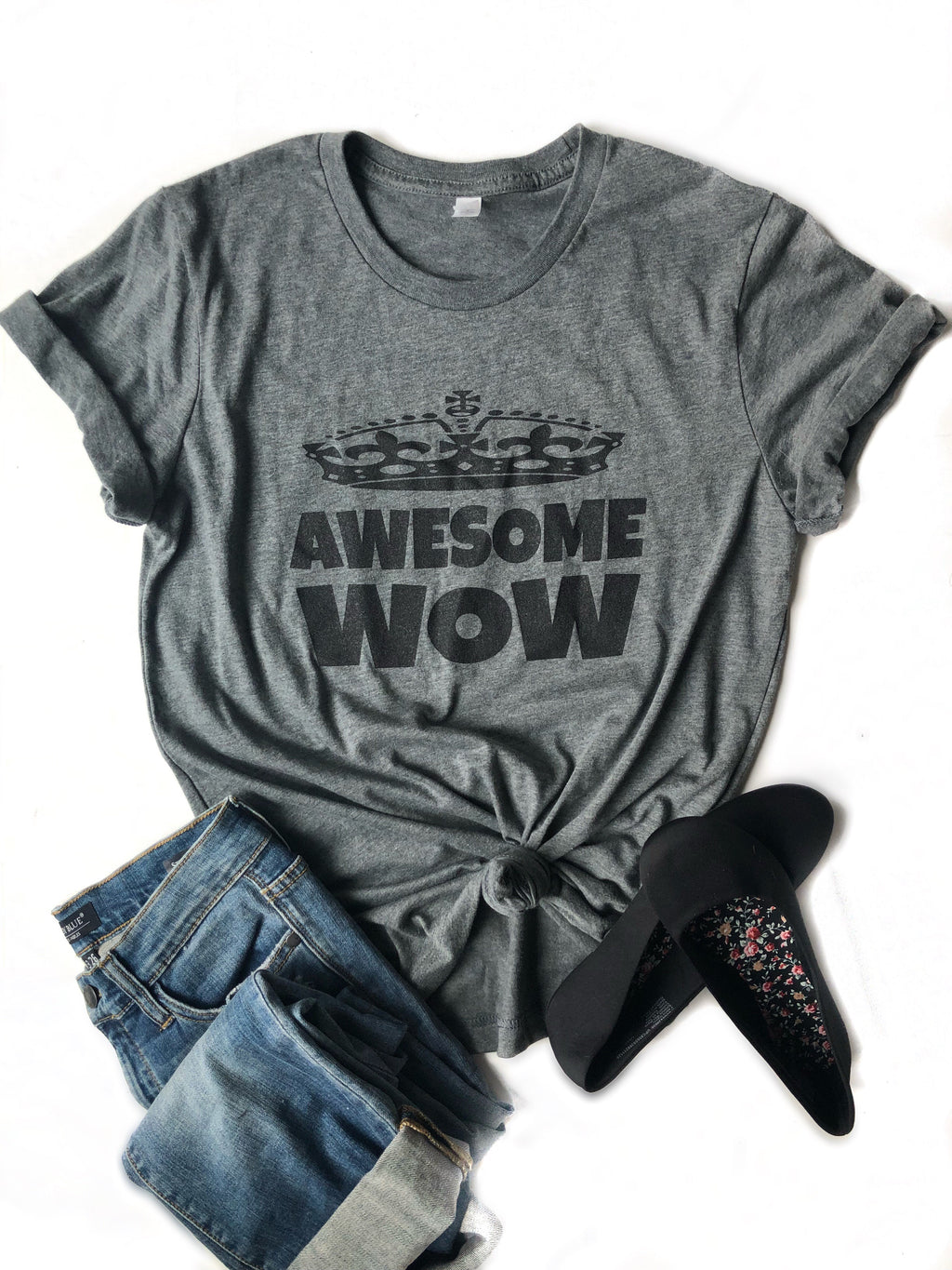 Awesome Wow Graphic Tee in Charcoal