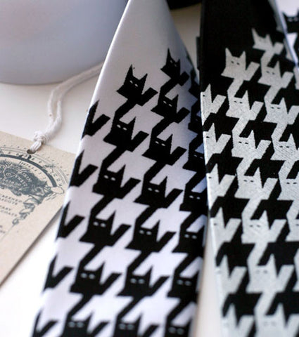 Catstooth Necktie, Houndstooth style print