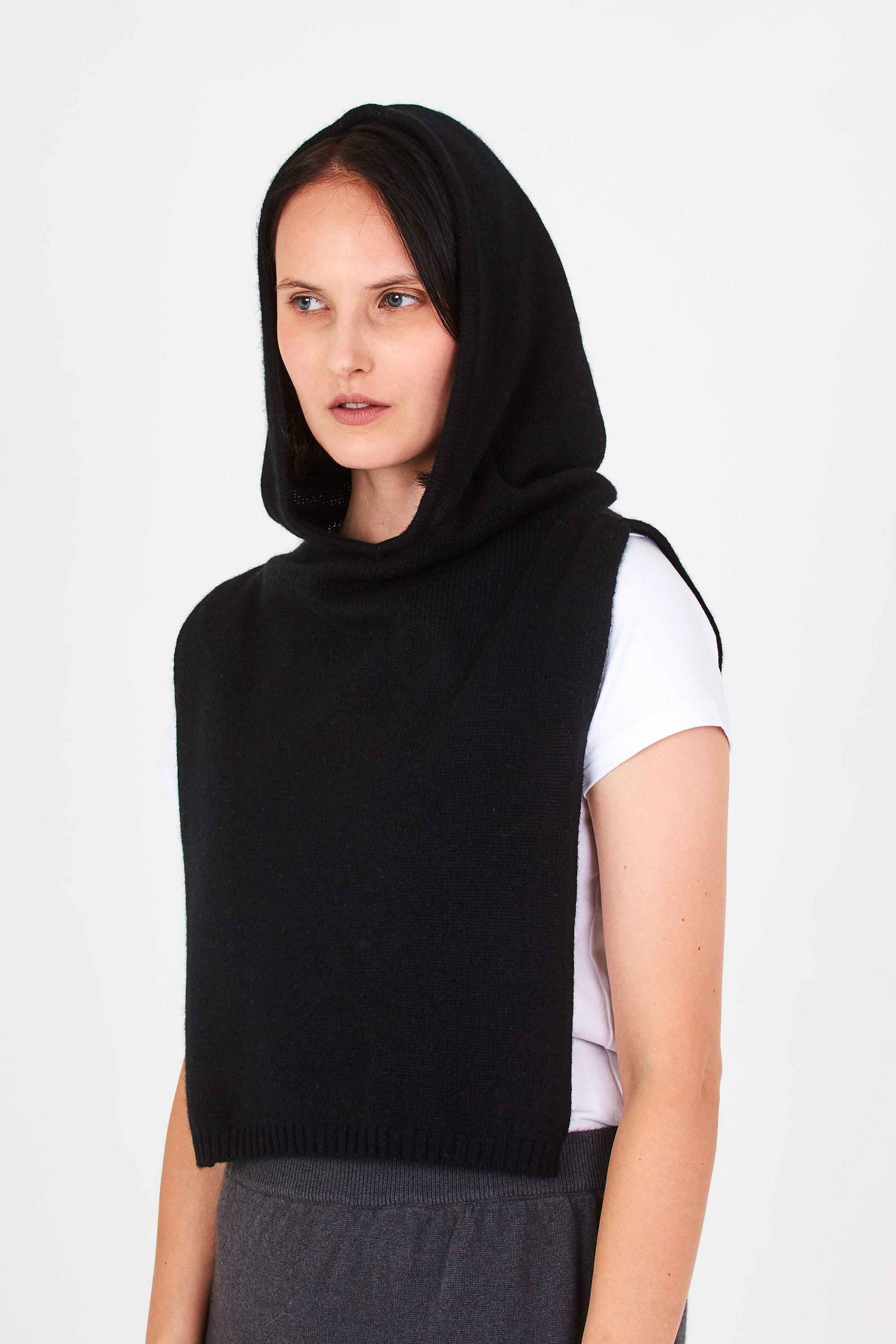Betty cashmere coif in black