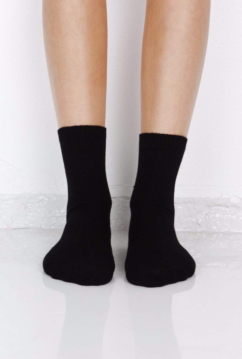 Ulla cashmere lounge socks in black