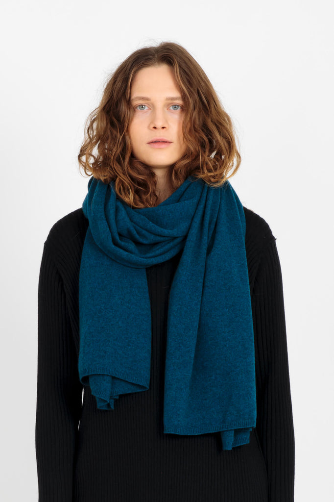 Alma cashmere scarf in blue