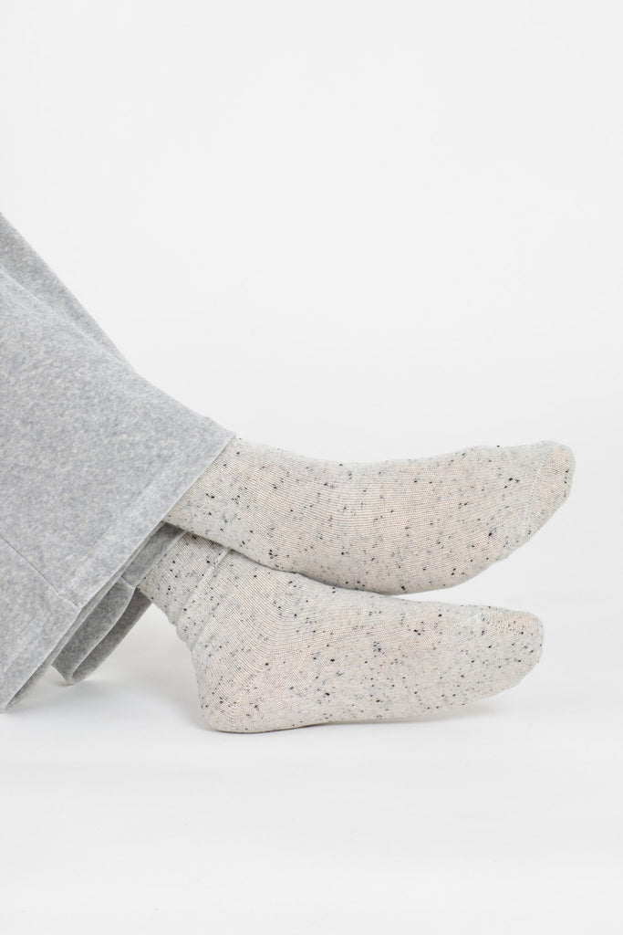 Ulla cashmere lounge socks in light dotted grey