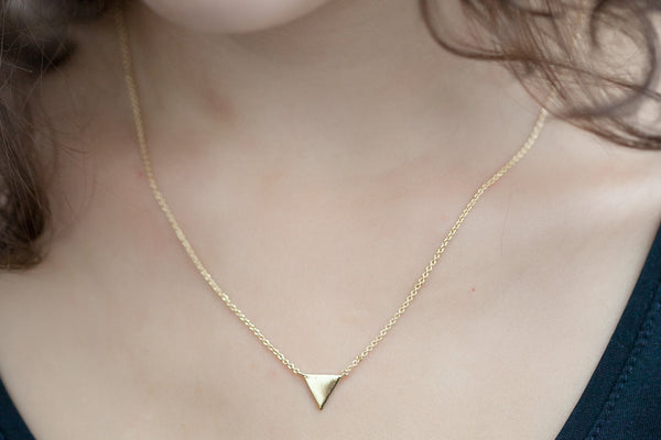 Collier petit triangle plaqué or