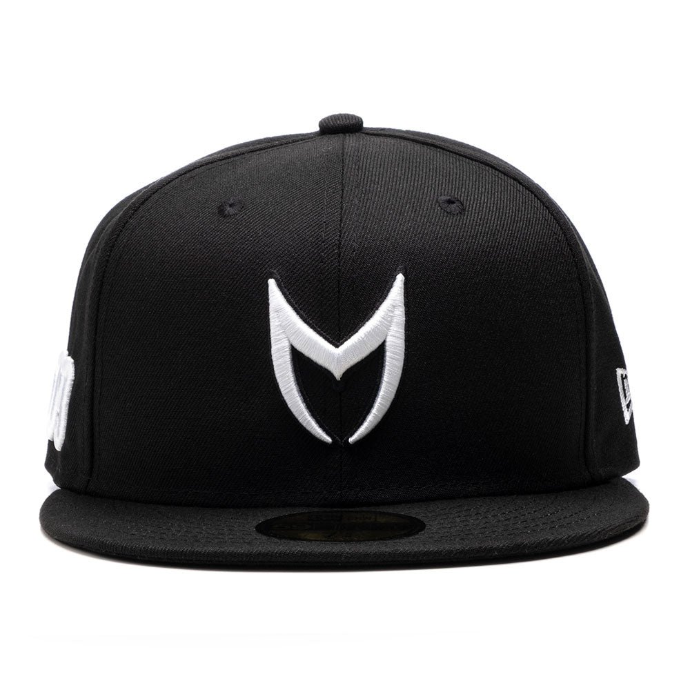 CAP106 - MSTR FITTED HAT / BLACK & WHITE
