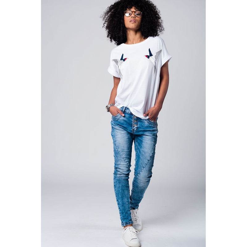 White t-shirt with birds embroidered patches