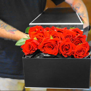 Seduction - 12 Boxed Long Stemmed roses - That Little Flower Shop