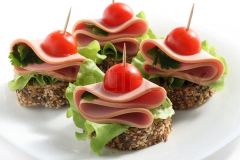 Canapé with meat