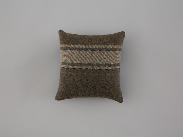 mini-cushion4-front-25x25-skinnywolf-137