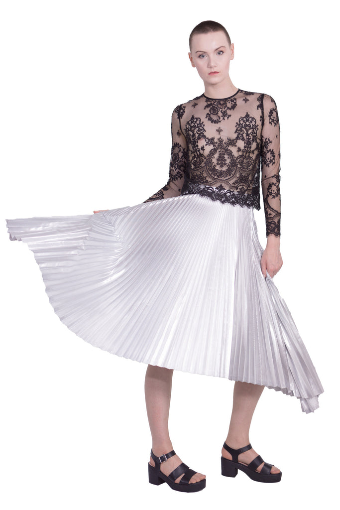 round hem pleated skirt