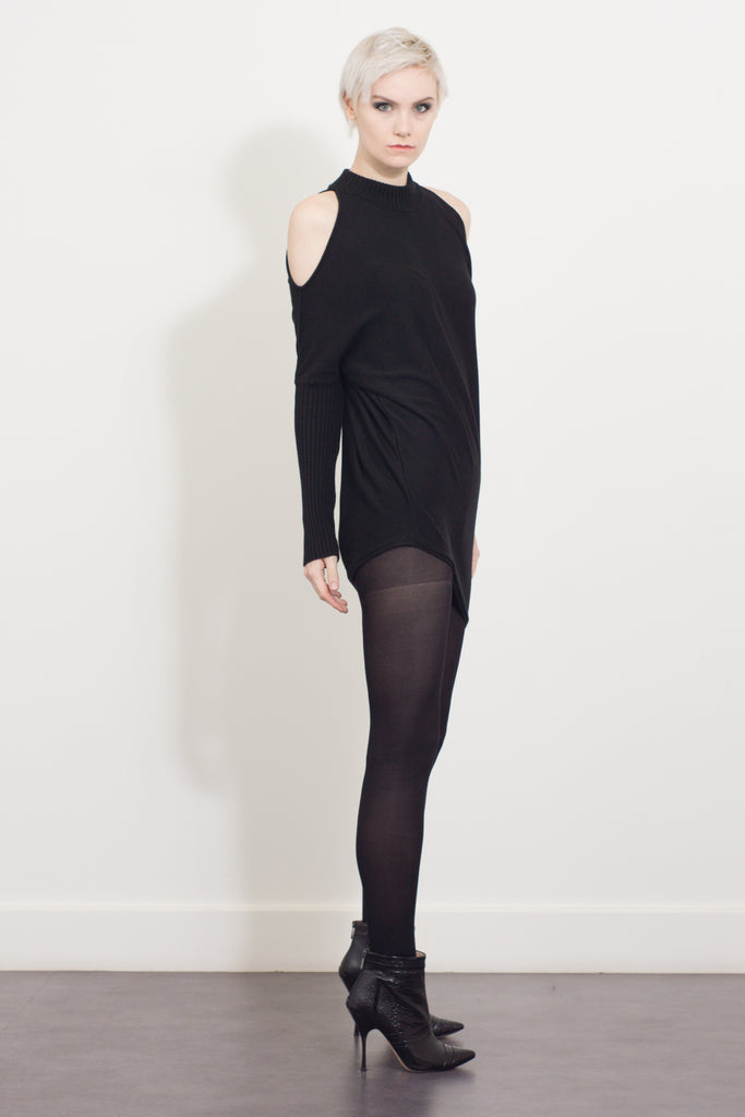 asymmetric open-shoulder jumper